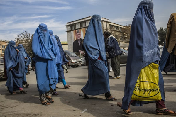 women walking in kabul