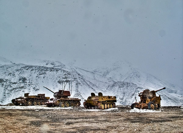tanks-in-snow