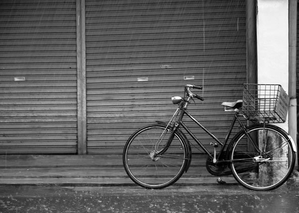 bicycle-in-rain