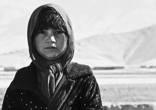 girl-in-mountains-b&w